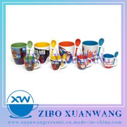 Taza con el interior de Color con cuchara Taza de cerámica taza de café
