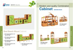 幼稚園および就学前教育の台所および家の演劇の家具は、服を着、ロールプレイは木の子供の演劇セットのふりをする
