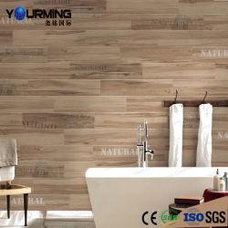 Unbedeutendes Art-Holz deckt Porzellan-Fußboden-und Wand-Fliese mit Ziegeln