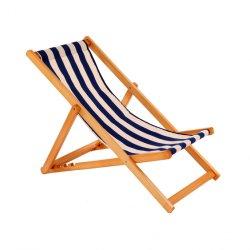 De traditionele Vouwende Ligstoelen van het Strand van de Tuin van het Hardhout