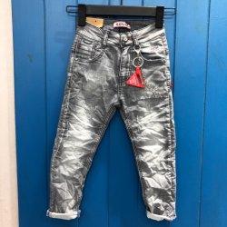 人および女性のための洗浄されたジーンズ