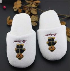 A cor branca de alta qualidade Solas antiderrapantes bordadas da peneira da sapata de pão