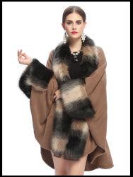 大きいキツネの毛皮カラー袖口によって編まれるショール岬のコート