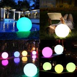 RGBのリモートが付いている再充電可能な屋外の庭の芝生の景色の床の球ランプのLEDによって照らされる浮遊プールの球ライト