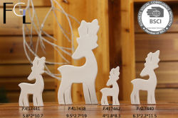 クリスマスのシカの白い陶磁器の装飾陶磁器の芸術
