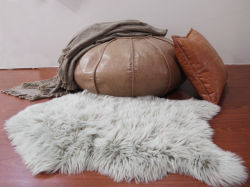 「 Faux Fur 」の熱い販売の長い毛の贅沢な敷物の擬似毛皮 マットの家の装飾の床のカーペット