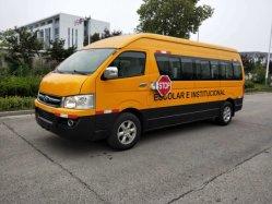 真新しいスクールバスのディーゼル機関18のシート