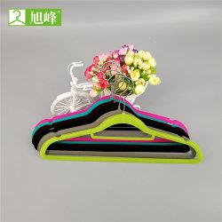Boutique em forma de U Racks de venda a retalho de Vestuário Vestuário de veludo preto cabides