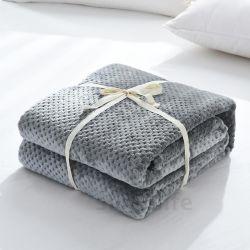 Super douce et respirante Couverture en laine polaire de corail avec Honeycomb Design.