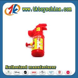 As crianças a jogarem o Extintor de Incêndio Squirter Brinquedos de atirador de Água