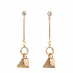 Haut de la conception OEM Pendentif cadeau de promotion des femmes Earrings Bijoux Dangle géométrique simple Triangle en alliage de cuivre or Drop charme Earring