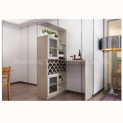 Vin fonctionnel en bois avec la barre du cabinet d'affichage tableau