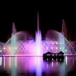 デジタルスイングミュージックのダンス水噴水を浮かべる屋外の大きい湖
