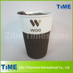 كوب قهوة خزفية مع شعار وغطاء بلاستيكي