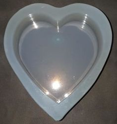 При размещении всех детей глубокую сердца и нагрейте безопасного силикона пресс-формы