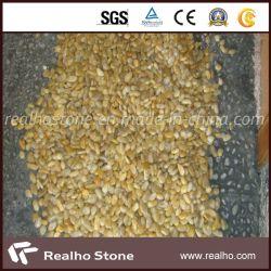 装飾のための磨かれた景色の黄色の石の小石