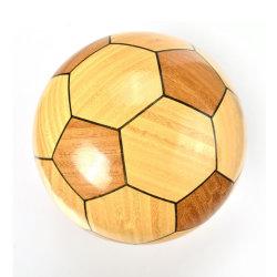 Красивой бамбуковой ручной работы из дерева футбол и футбол оформление судов