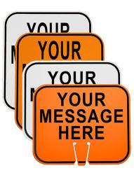 El tráfico y estacionamiento de cono de seguridad firmar con información personalizada