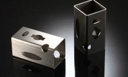 L'usinage CNC tube carré de coupe de précision, tube rond de Découpe laser Découpe au laser, d'estampage, cintrage, soudage, le traitement des métaux