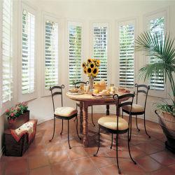 شراع نافذة خشبية بتصميم متين أنيق باللون الأبيض