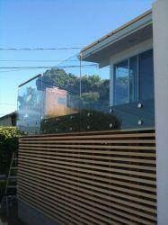 De Vangrail van het Balkon van de Spijker van het Glas van het roestvrij staal met Algemene Installatie