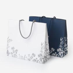 カスタム方法ボタンが付いているあなた自身のロゴプリント化粧品の贅沢なギフトのショッピング紙袋