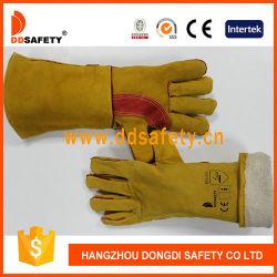 De gele die Koe van het Leer met de Rode Versterkte Handschoenen van de Veiligheid van de Palm wordt verdeeld