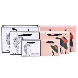 Einkaufstasche Aus Papier mit einfachem Design und schwarzer Kante