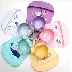Hot Selling Baby silicone prodotti fornitore colorato silicone Bib e. Cucchiaio di legno e un ciotola completo Baby che alimenta Dinnerware Set