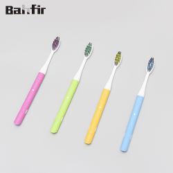 Commerce de gros FDA/CE a approuvé à l'aise Poignée en caoutchouc brosse à dents adulte Design personnalisé