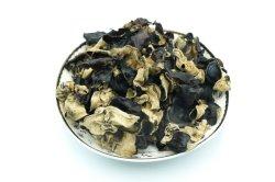 乾燥された食用の黒い菌類、木製の耳菌類