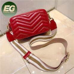 Venda por grosso de Mulheres Moda Bordados Saco Torácica Rebites Mini Couro simples sacos de ombro com coração de Trás com Alça larga Emg6019