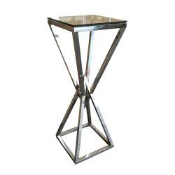 Небольшие лампы высокой латунные боковое стекло в таблице