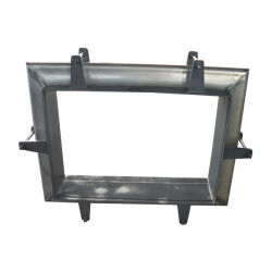 La plaza rectangular de dilatación del tubo universal