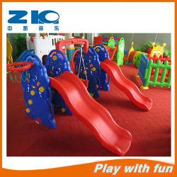 Glissière en Plastique avec L'oscillation pour Des Enfants sur L'escompte (ZK011-2)