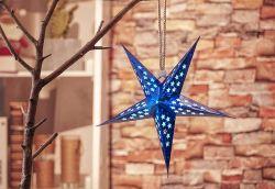 レーザーのペーパーハングの結婚式の装飾は星を供給する