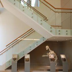 緩和されたガラス階段手すりの内部のスタンドオフのガラス柵