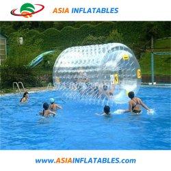 La transparence de l'eau flottant gonflable balle de rouleau