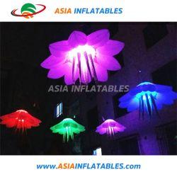 Più nuova fase di cerimonia nuziale che appende fiore gonfiabile con l'indicatore luminoso del LED