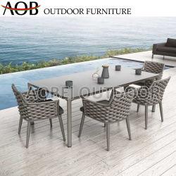 暗い灰色の屋外のダイニングテーブルの椅子6の人のロープによって編まれる庭の家具セット