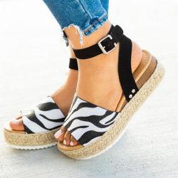 Mulheres Descalça Alpercatas Cunha Plataforma Halter cinta de tornozelo Abrir Toe Faux Leather Studded Cunha (ESG11826)