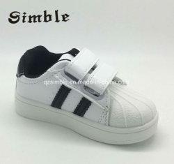 De kleine het Lopen van Prewalker van de Kinderen van de Baby van Jonge geitjes Zwarte Witte Schoenen van het Leer