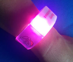 Les enfants Glow Stick Multi-Color sécuritaire Bracelet LED