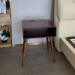 木のスマートなベッドサイド・テーブルサポートワイヤーで縛られるか、または無線充電器の引出しが付いているスマートな家具のベッドサイド・テーブル