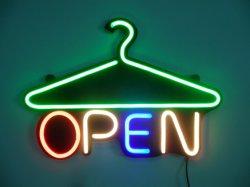 De Vertoning die van het venster Licht van het Decor van het LEIDENE Teken van het Neon het Open hangen