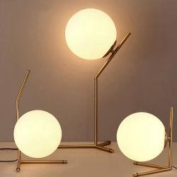현대 북유럽 호화스러운 금관 악기 금속 테이블 램프 일 유리제 공 수정같은 책상용 램프
