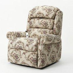 Elder Usando Lazer sofá de reclinação eléctrica