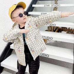 、Mickeyパターン方法コート新式の、秋の冬高品質の子供のウインドブレイカー。 子供の衣服。 子供の衣服。 子供の着ること。 子供の摩耗
