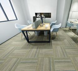Nouveau tapis en dalles en nylon avec la ligne colorée pour un usage commercial modulaire