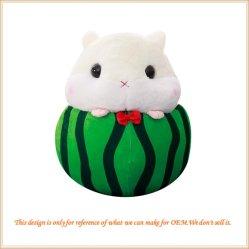 フルーツの柔らかいプラシ天のおもちゃによって詰められるフルーツ動物の人形